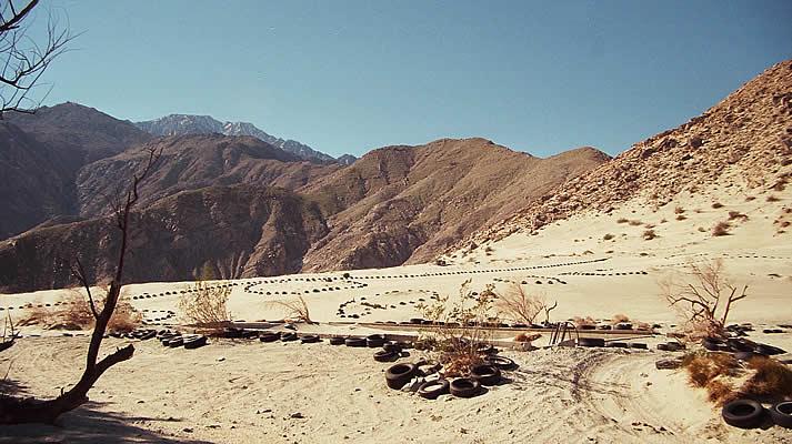 Песчаные дюны по дороге на Сан Хасинто (San Jacinto), CА