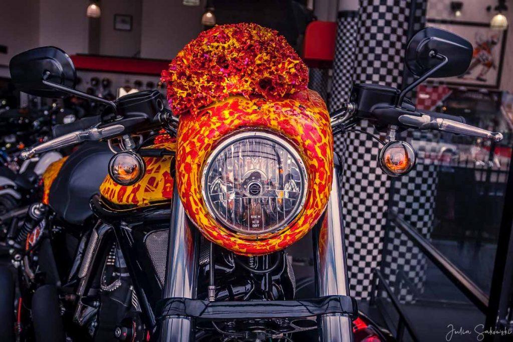 Harley Davidson в исполнении Джека Армстронга