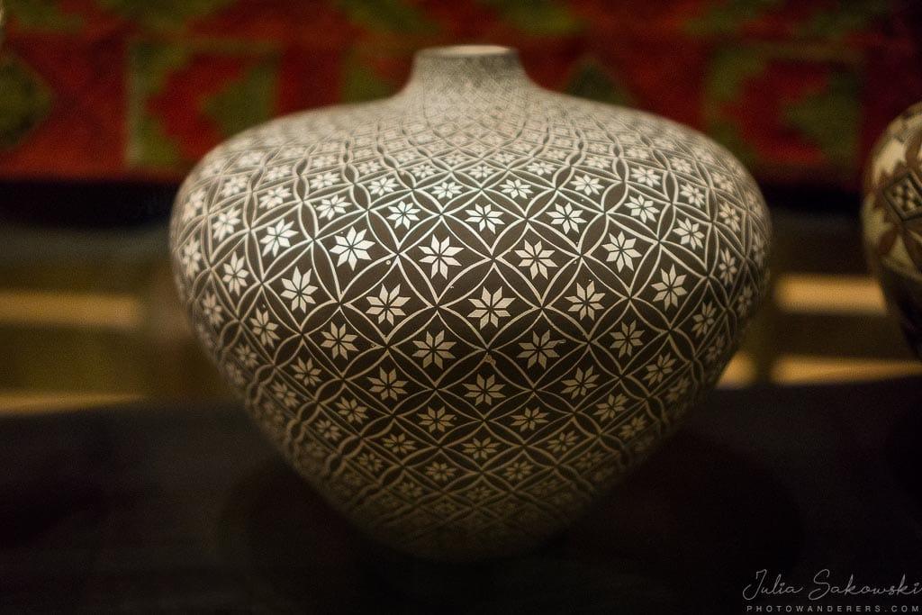 Цветочные узоры на керамике