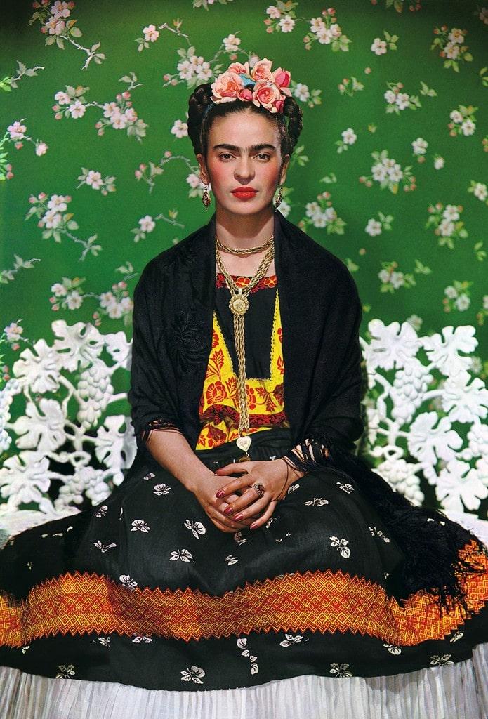 Фрида Кало на белой скамье, Николас Мерей, 1939