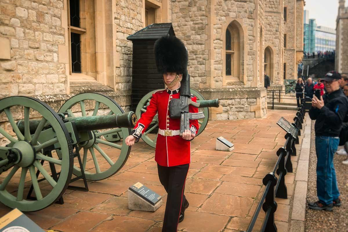 Segurança Korolevskih tesouro, Londres |  Guarda no Royal Crown Jewels, Londres