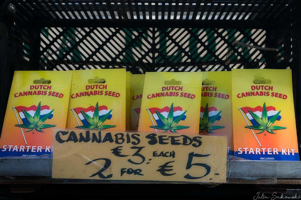 Семена конопли на цветочном рынке