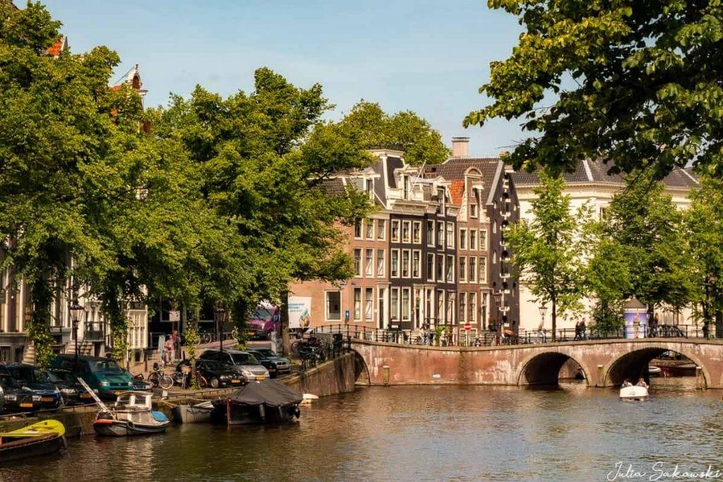 Амстердам без конопли и красных фонарей