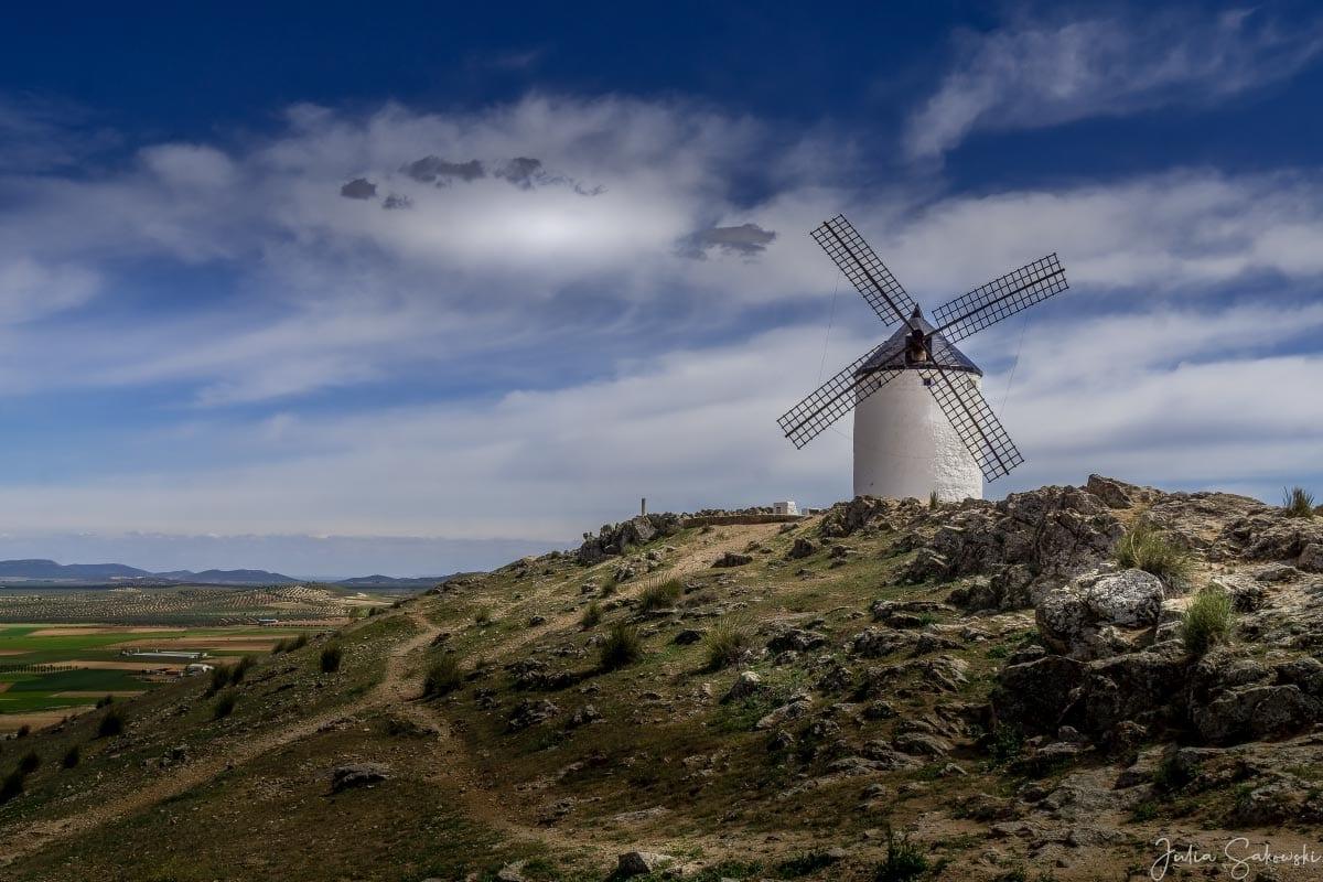 Не хватает только Дон-Кихота, Консуэгра, Испания
