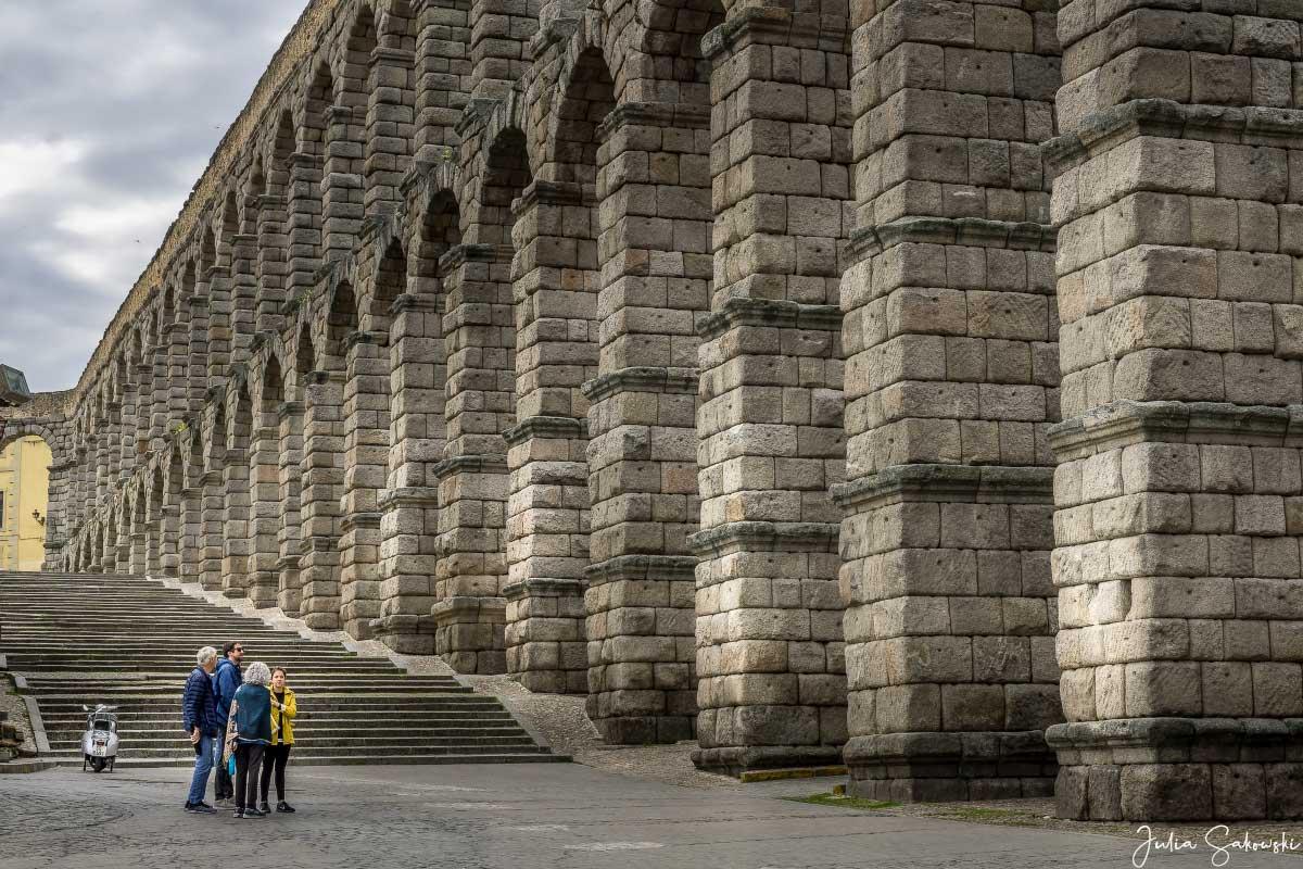 Римский акведук в Сеговии, Испания. Мадрид и окрестности