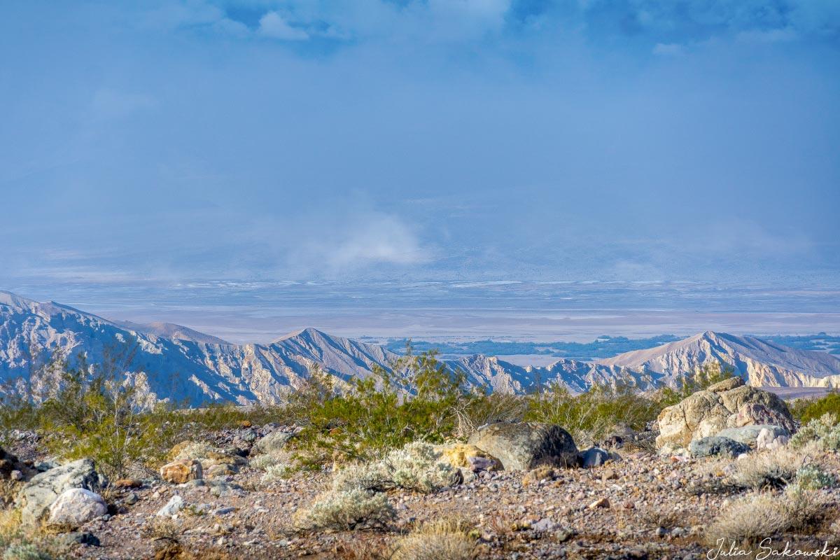 Вид на Долину Смерти с дороги в каньон Эхо