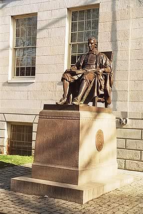Памятник Джону Гарварду