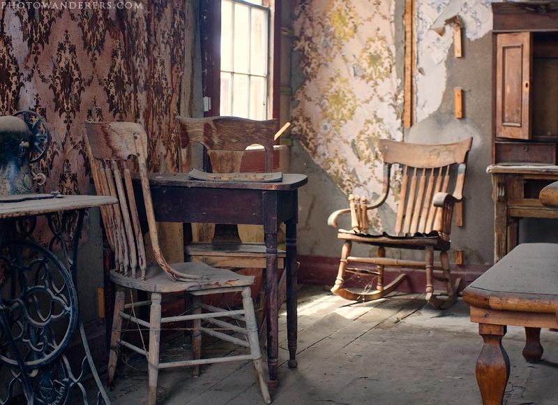 Гостиная в старом доме, город-призрак Боди (Bodie Ghost Town)