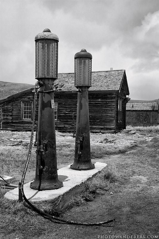 Топливные колонки, город-призрак Боди (Bodie Ghost Town)