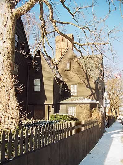 Дом о семи фронтонах