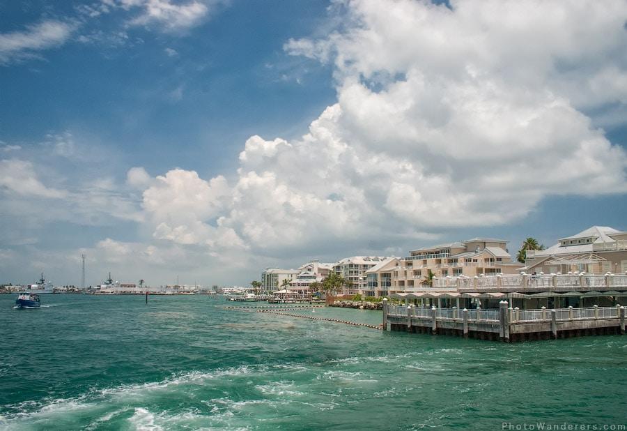 Голубое небо, изумрудная вода - ну чем не рай?