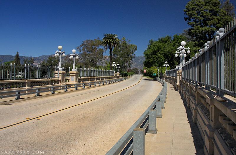 На мосту Colorado Street bridge