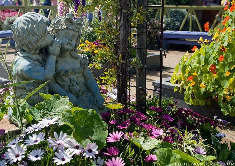 Секрет, садовая скульптура