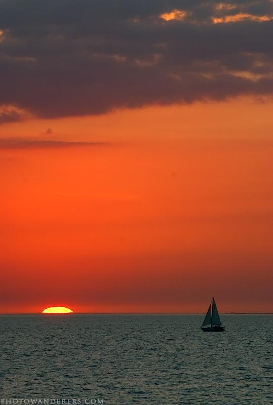 Яхта на закате
