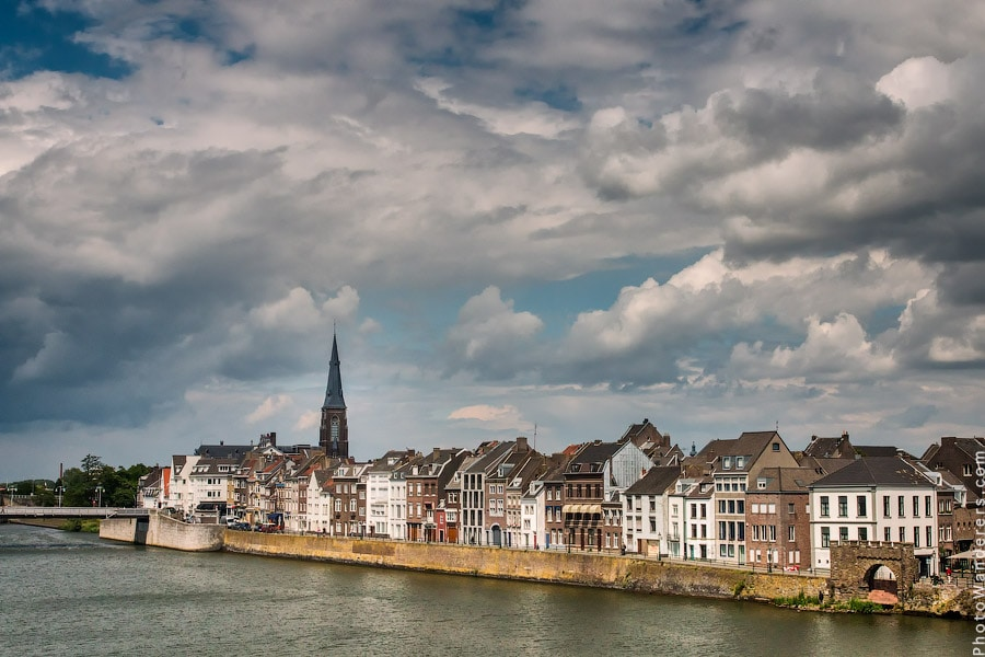 Набережная реки Маас в Маастрихте, Голландия | Embankment of the river Meuse in Maastricht, Netherlands