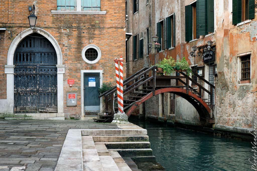 "Мостик в ресторан ""Antica Trattoria Poste Vecie"", Венеция, Италия | Antica Trattoria Poste Vecie Bridge, Venice, Italy"