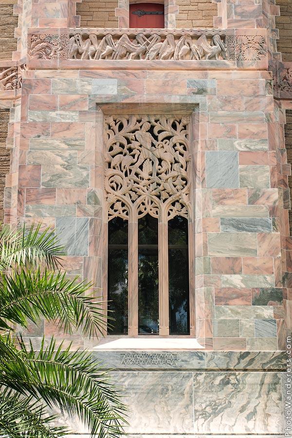 Ажурное окно поющей башни