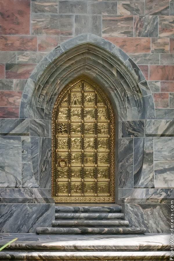 """""""Золотые врата"""" поющей башни"""