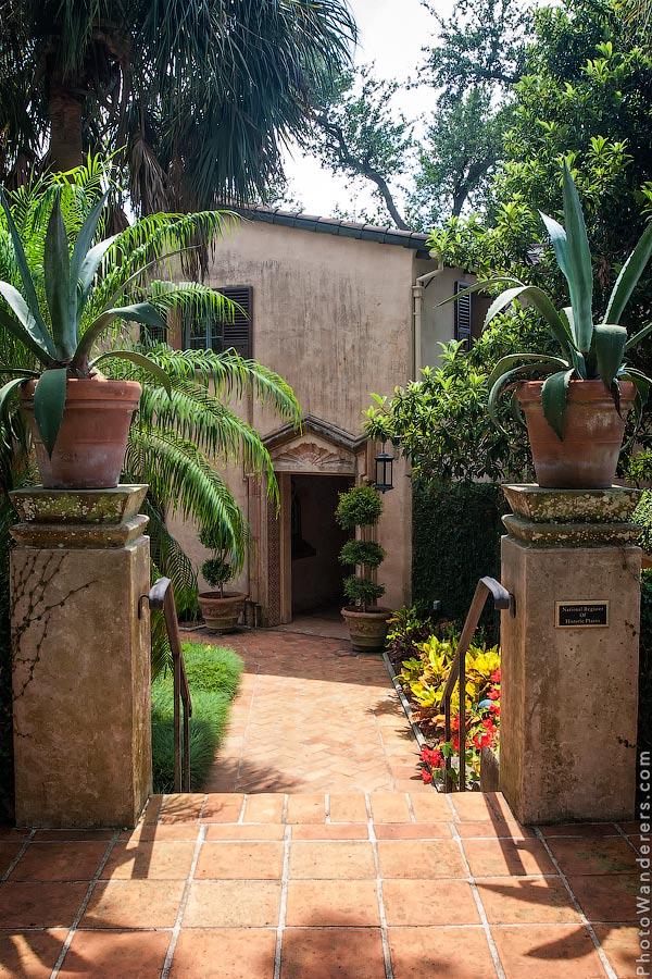 Ворота имения Пайнвуд (Pinewood Estate)