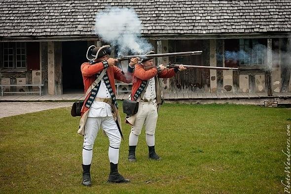 Демонстрация стрельбы из ружей, форт Мишилимакино (Fort Michilimackinac), Мичиган