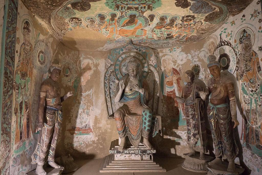 Центральная ниша, пещера 230, Пещеры-храмы Дуньхуана | Central niche, cave 230, 705–781 CE