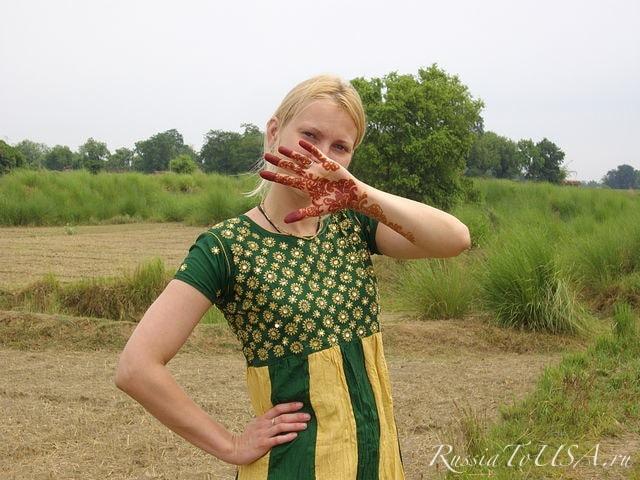 Деревня, недалеко от г. Варанаси, в индийском платье.