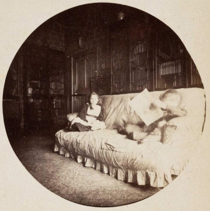 Двое детей, сидящие на диване, 1888