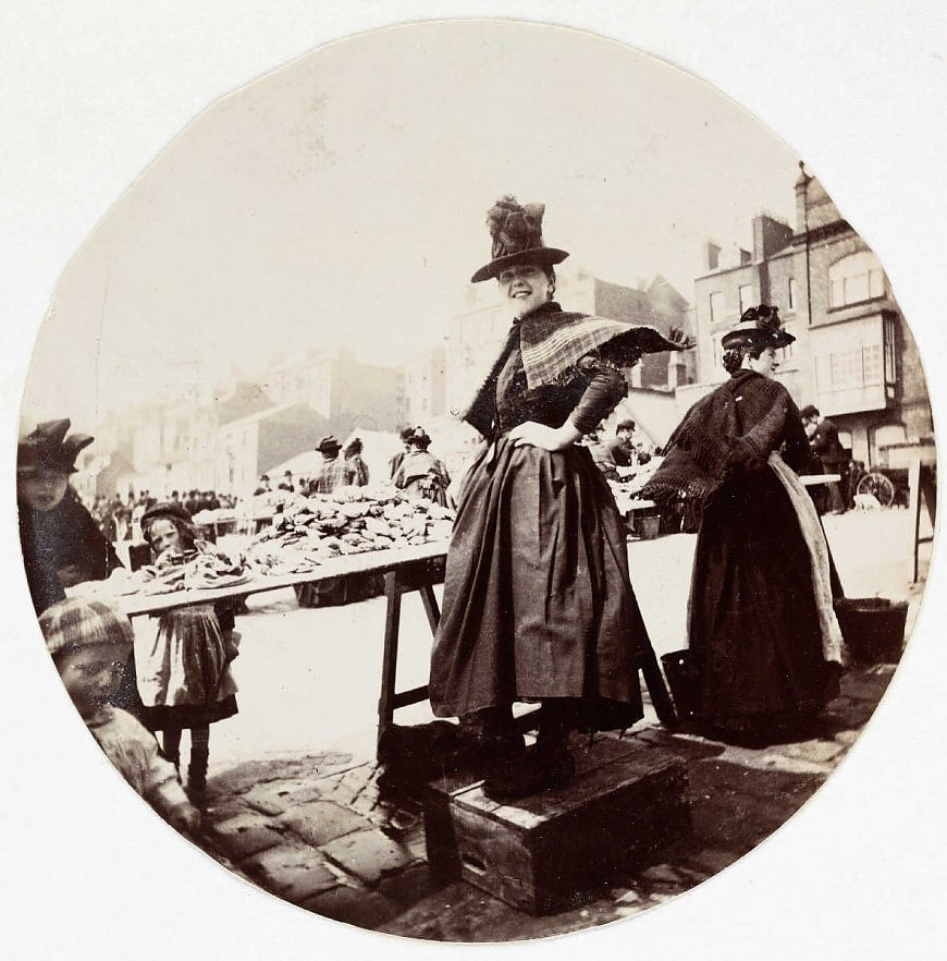 Женщина за рыночным прилавком, около 1890 года