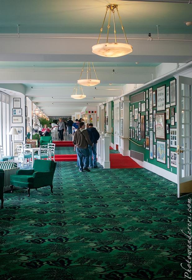 Холл Гранд Отеля, остров Макино, Мичиган | Grand Hotel hall, Mackinac Island, Michigan