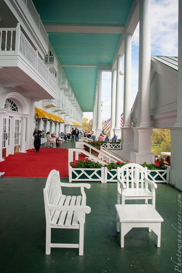 Знаменитая веранда, Гранд Отель, остров Макино, Мичиган | Grand Hotel porch, Mackinac Island, Michigan
