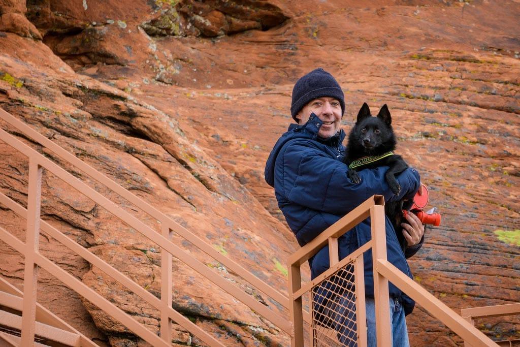 Алекс и Джек забираются на скалу Атлатл-Рок, Долина Огня, Невада | Atlatl Rock, Valley of Fire, Nevada