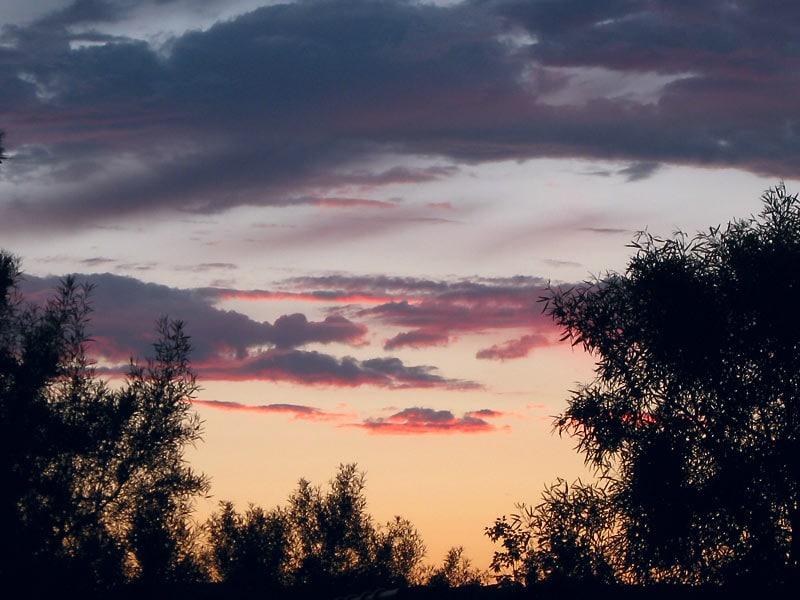 А если выйти наружу, то можно увидеть такой закат