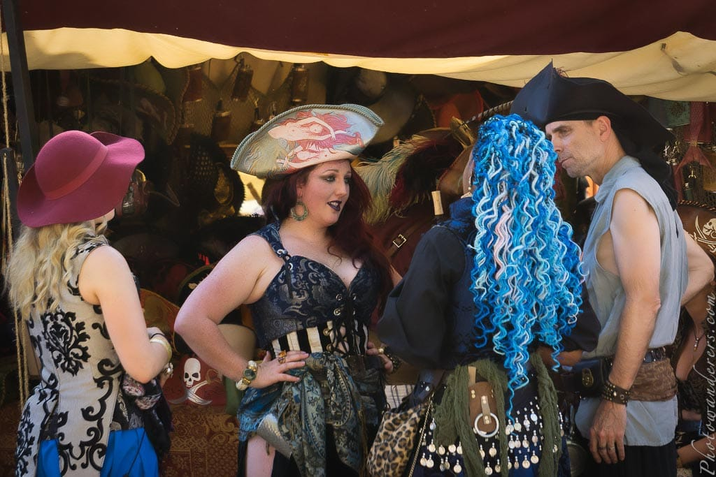 Группа в пиратский костюмах | Pirates Group