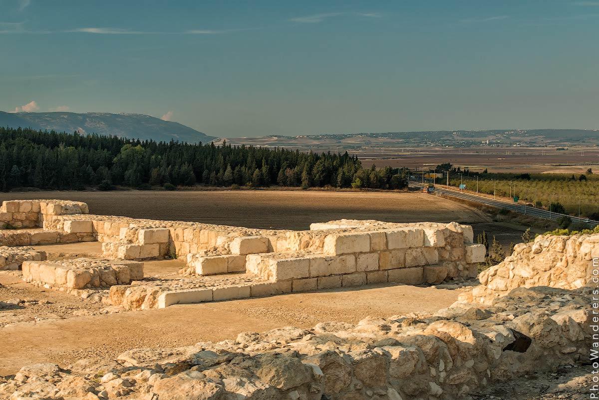 Руины на вершине Мегиддо, Армагеддон (Ruins on the top of Megiddo, Armageddon), Израиль