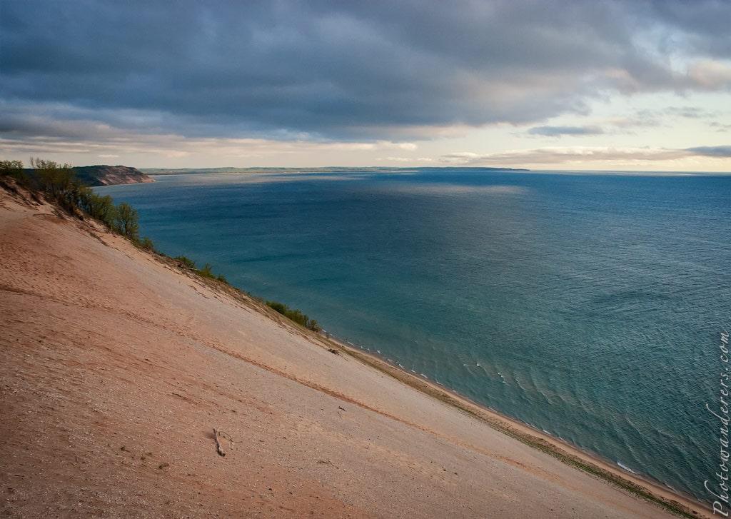 Песчаный обрыв парка Дюны Спящего Медведя | Sand bluff in Sleeping Bear Dunes Park