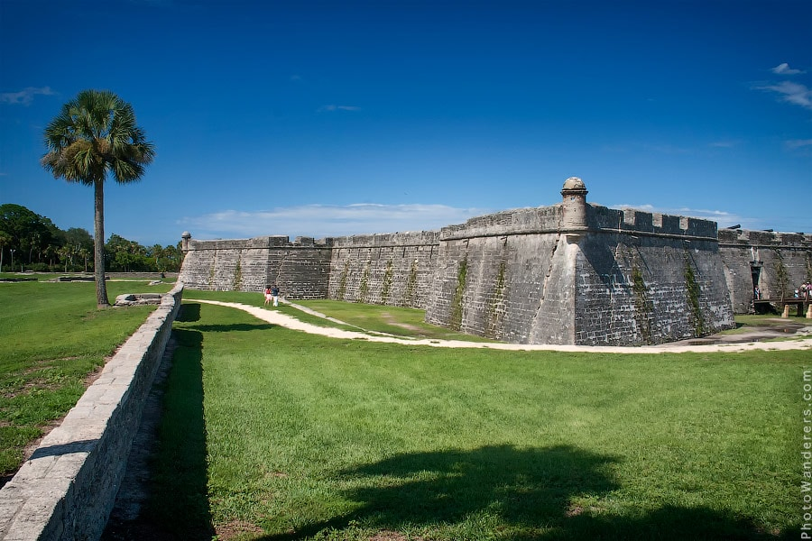 Стены крепости Кастильо-де-Сан-Маркос | The Castillo de San Marcos walls