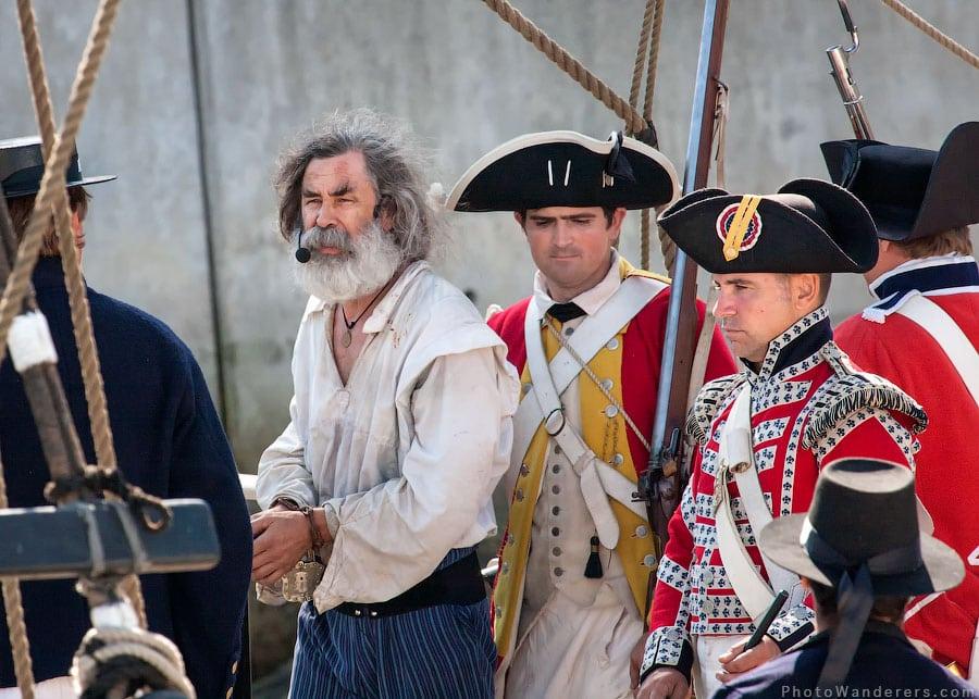 Капитан решил избавиться от плененного пирата, вздернув его на рее