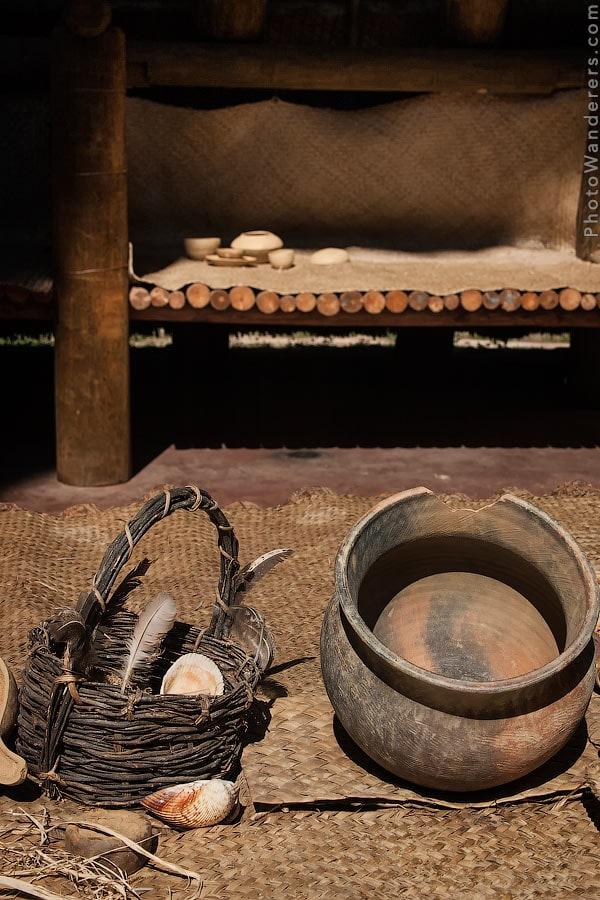Глиняный горшок и корзина в Доме Совета индейцев аппалачи