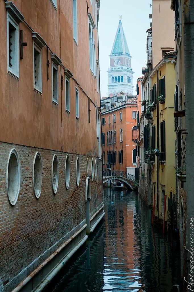 """Небольшой канал возле отеля """"Ла Скала"""", Венеция, Италия"""