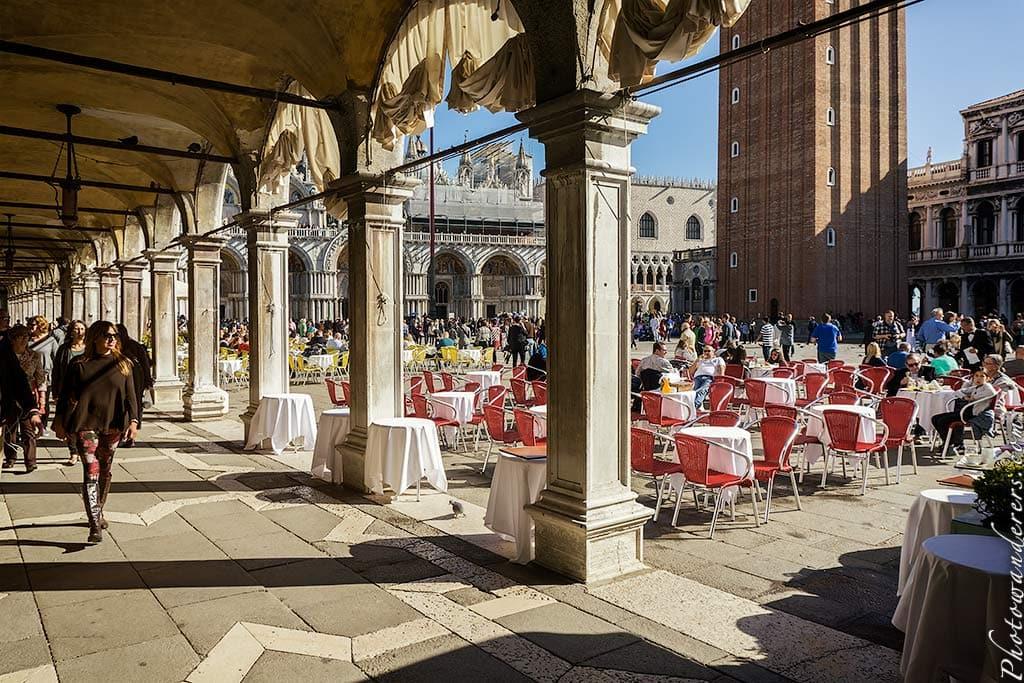 Столики на площади Сан-Марко, Венеция, Италия