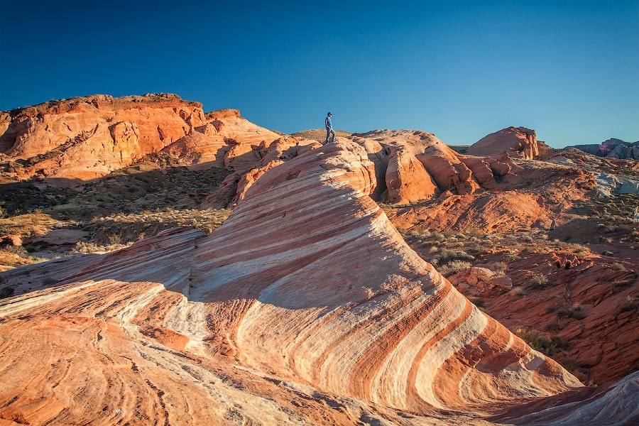 Алекс на вершине скалы «Волна» в Долине Огня, Невада | Alex on the top of the Wave in the Valley of Fire, Nevada